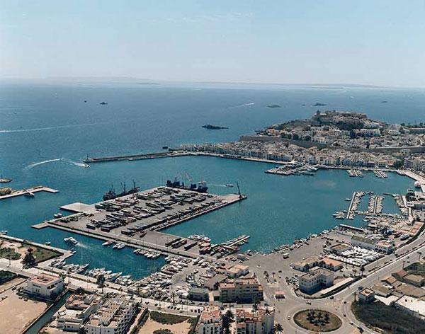 El tr fico de pasajeros se dispara un 9 en los puertos de la savina e ibiza hasta agosto - Restaurantes en el puerto de ibiza ...
